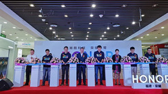 多家体验店开业 新荣耀独立后扩线下市场