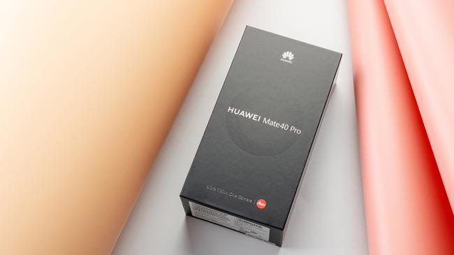 一脉相承的雅致设计 华为Mate40 Pro秘银色图赏
